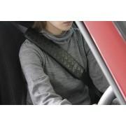 日本 NAPOLEX 汽車用碎花米奇安全帶套